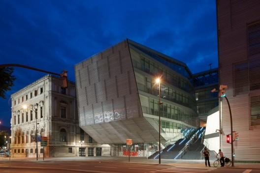 Source: archdaily.com/166456/bilbao-city-hall-imb-arquitectos/
