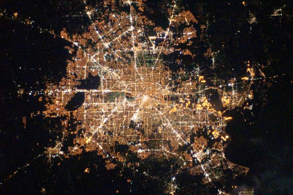 Houston-Texas-at-Night-580x386