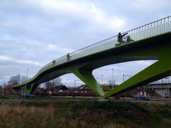 Fietsbrug 't Groentje in Nijmegen - Source: urbancommuter.wordpress.com