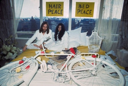 Painted white bike presented to John Lennon and Yoko Ono at the Amsterdam Hilton in 1969 - Source: jornwemmenhove.nl