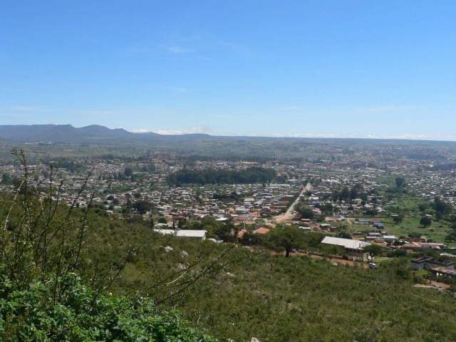 View of ridge surrounding Lubango, Angola - Source: skyscrapercity.org