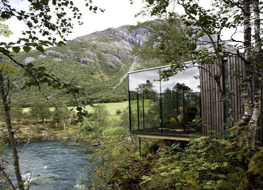 Juvet Landscape Hotel in Norway - Source: inhabitat.com/less-is-more-at-norways-juvet-landscape-hotel