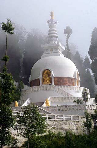Darjeeling, India Peace pagoda - Source: the himalayabeacon.com