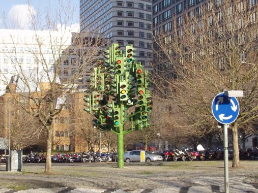Traffic Light Tree in London's Canary Wharf District - Source: wikimedia.org