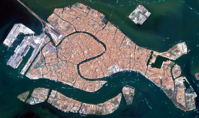Aerial image of the historic center of Venice - Source: pinterest.com